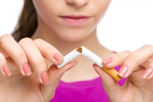 Бросить курить и губы