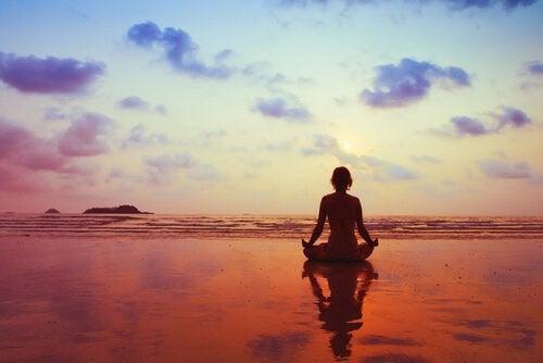 Медитация помогает управлять своими эмоциями