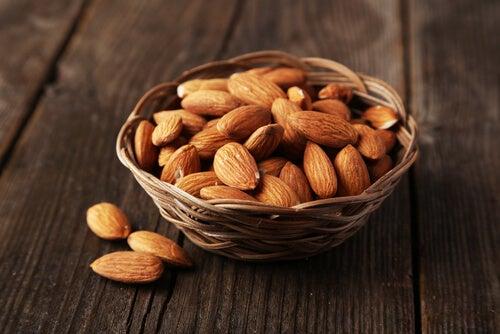 Миндальные орехи и физические упражнения