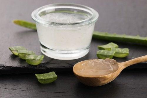 Алоэ вера в сочетании с лимонным соком регулирует кислотно-щелочной баланс кожи головы