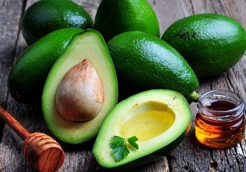 Зеленые коктейли на основе авокадо быстро насыщают организм белком