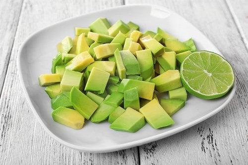 Фолиевая кислота в авокадо полезна для беременных женщин