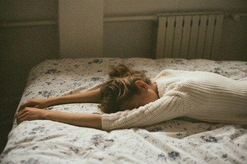 Сдерживать слезы и стресс