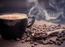 Выпить чашку кофе