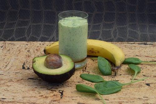Авокадо содержит огромное количество полезных жиров