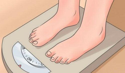 12 ночных привычек, из-за которых появляется лишний вес