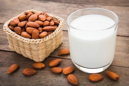 Миндальное молоко и густые брови