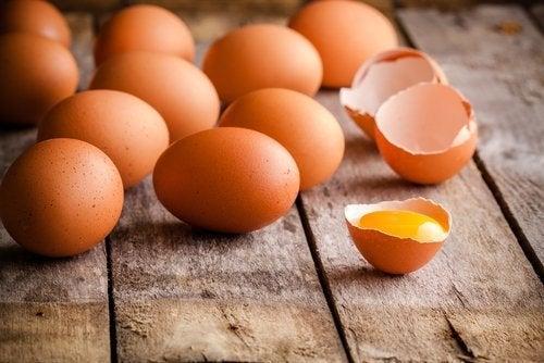 Пластиковая посуда и хранение в ней яиц