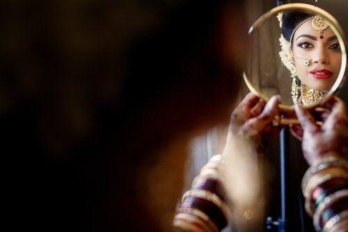 Закон зеркала и отношения с окружающими