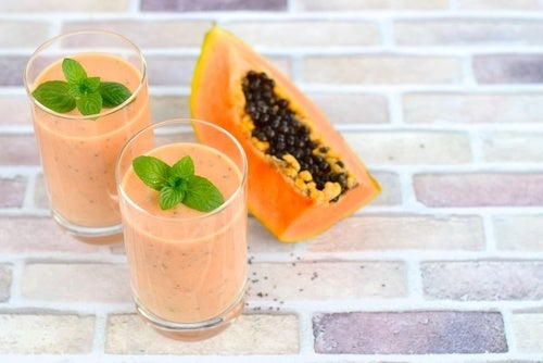 Смузи из папайи для устранения задержки жидкости