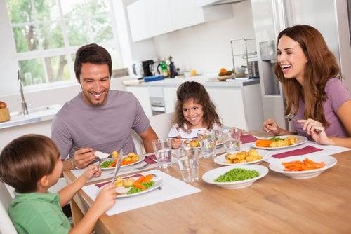 Ужинать легко и рано и избежать нарушения сна