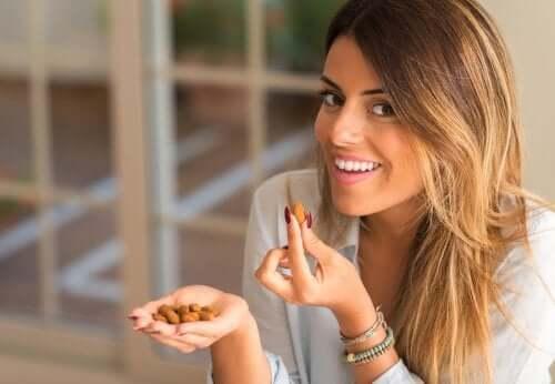 Орехи помогут уменьшить объем талии