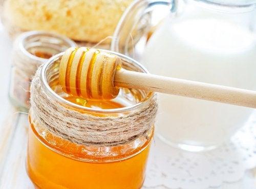 Красивые волосы и мёд