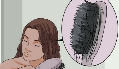 Слишком тонкие волосы: в чем причина и как их укрепить?