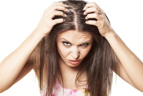 Стресс приводит к выпадению волос