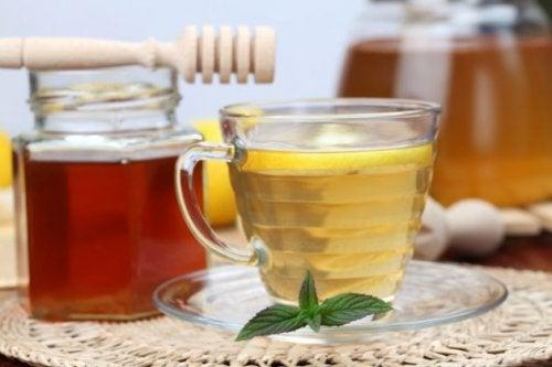 Яблочный уксус с медом помогут заснуть