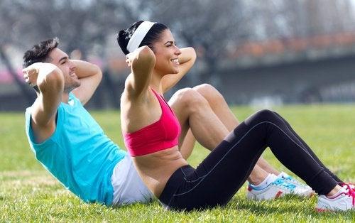 Упражнения помогут похудеть
