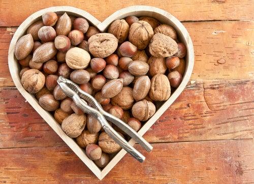 Орехи могут улучшить состояние при гипотиреозе
