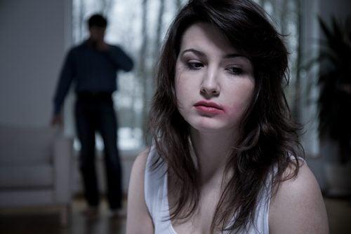Токсичный партнер буквально лишает вас воздуха