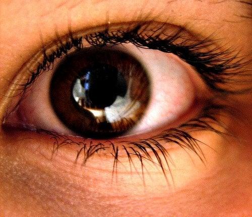 Расширение зрачков и cильное нервное напряжение