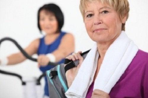 Здоровые привычки помогут контролировать менопаузу