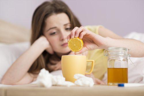 Женщина больна от хронического накопления слизи