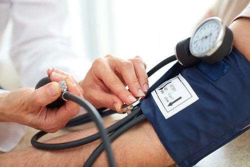 6 домашних средств для снижения высокого давления