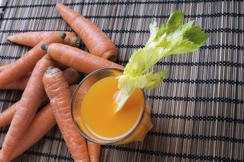 Сок из моркови и сельдерея и прямая кишка