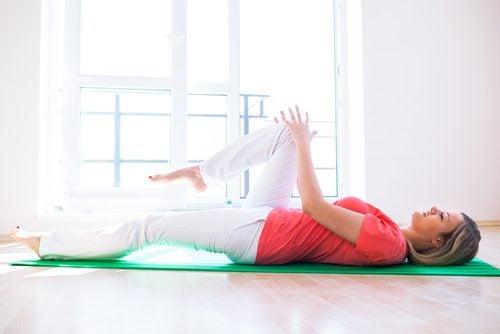 Упражнение поможет уменьшить боль в коленях
