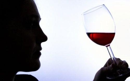 Алкогольная зависимость: 6 ее признаков