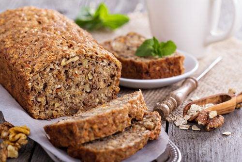 Необыкновенно вкусный овсяный хлеб: с бананом и орехами, но без глютена и лактозы!