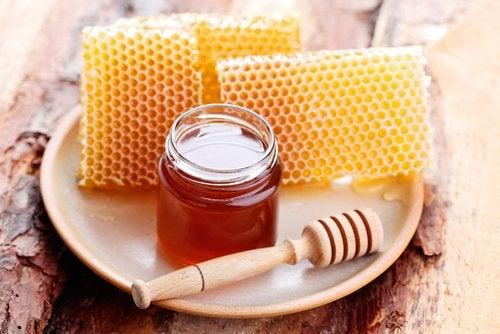 Мед и вросшие ногти