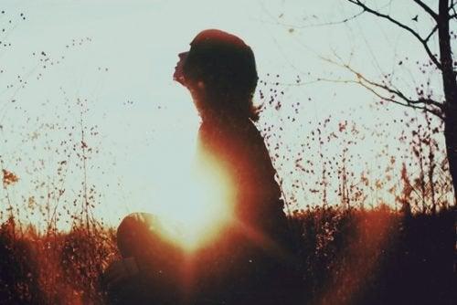 добровольное одиночество не всегда изоляция