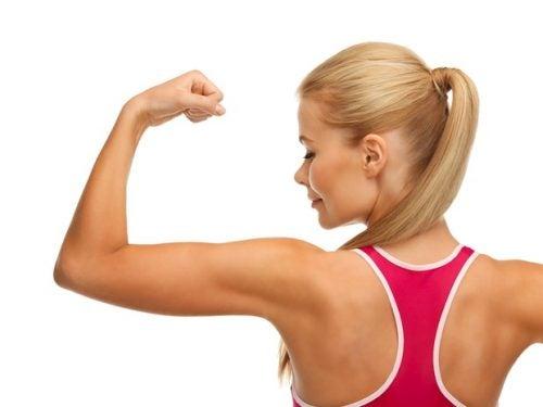 3 упражнения, чтобы избавиться от жира в области рук