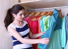 Складывать одежду