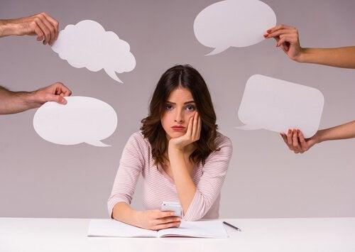Люди мыслят вслух и слышат свой внутренний голос