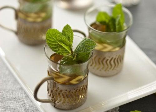 Чай из мяты поможет бороться со вздутием живота