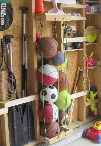Мячи в сетке и порядок в доме