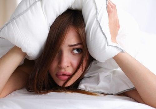 Спать с мокрыми волосами и мигрень
