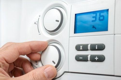 Регулировать температуру нагревателя перед тем как спать