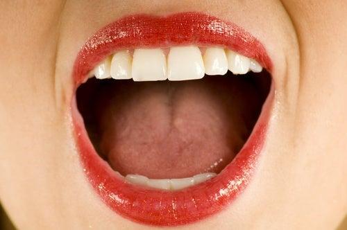 Упражнения для мышц вокруг рта и кокосовое масло