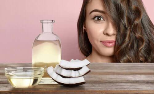 Кокосовое масло помогает бороться с выпадением волос и сединой