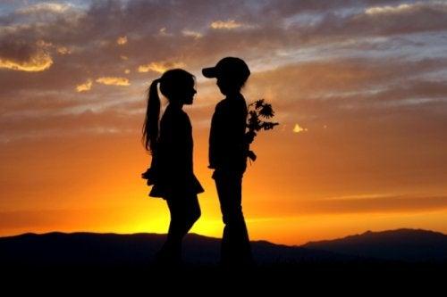 Первая любовь: 8 причин, по которым мы не можем ее забыть!