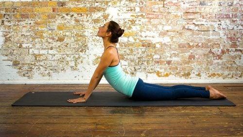 Плоский живот и йога