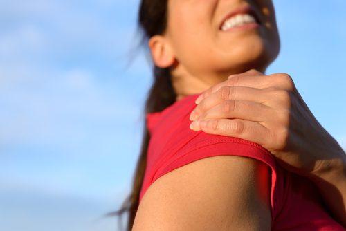 6 упражнений, которые помогут при плечевом тендините