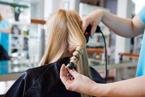 Вьющиеся локоны и как использовать фольгу для ухода за волосами