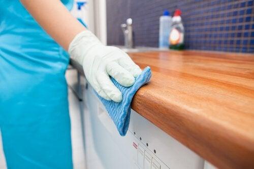 Яблочный уксус можно использовать для уборки