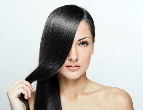 Утюжок для волос и домашние кремы для выпрямления волос
