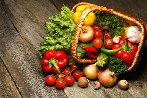 Корзина с овощами и щелочная диета