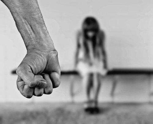 Как выявить лиц, способных на насилие над детьми?